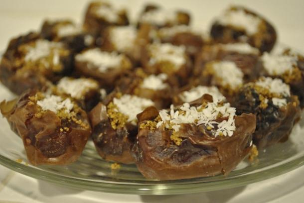 medjool-dates-with-pistachio