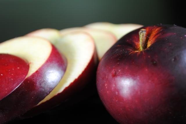 arkansas-black-apple-whole-slice