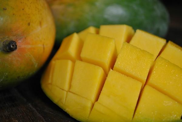 sliced keitt mango